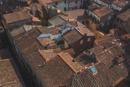 View of rooftops and buildings of Lucca, Tuscany, Italy Standard-Bild - 122389596