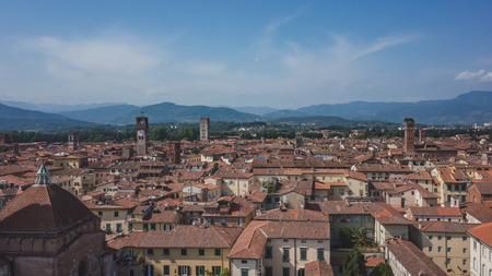 View of towers over houses of historic centre of Lucca, Italy, viewed from the tower of former church of Saints Giovanni and Reparata Standard-Bild - 122389808