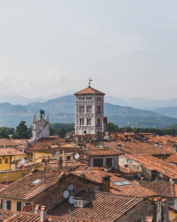 Tower of San Michele in Foro church over houses of hisrotic centre of Lucca, Tuscany, Italy Standard-Bild - 122390092
