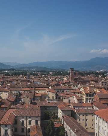 View of towers over houses of historic centre of Lucca, Italy, viewed from the tower of former church of Saints Giovanni and Reparata Standard-Bild - 122390108
