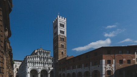 Front facade of St Martin Cathedral and tower, in the historic centre of Lucca, Tuscany, Italy Standard-Bild - 122390299