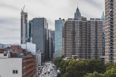 New York City, USA - Oct. 19, 2018: Cars traveling in the streets between buildings of lower Manhattan Standard-Bild - 122541738