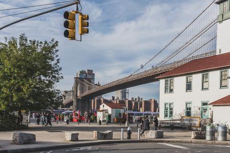 New York City, USA - Oct. 19, 2018: View of entrance to Brooklyn Bridge Park, with Brooklyn Bridge in background Standard-Bild - 122541747