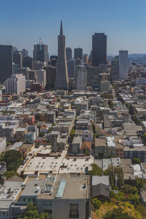 Skyline of downtown San Francisco over houses, viewed from Coit Tower, in San Francisco, USA Standard-Bild - 123130074