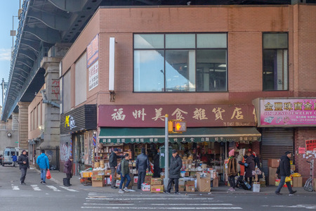 New York City, USA - Feb. 26, 2019: Intersection of Forsyth Street and East Broadway in Chinatown, with pedestrians waiting to cross street Standard-Bild - 123883668