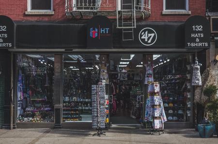 New York City, USA - March 14, 2019: Store front of a souvenir shop in Little Italy, Manhattan Standard-Bild - 123883671