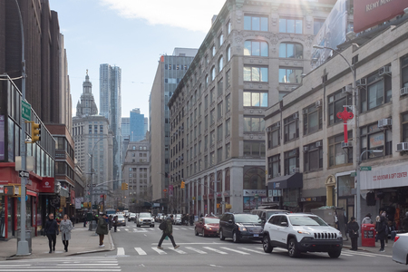 New York City, USA - Feb. 26, 2019: Intersection of Centre and Canal street in Chinatown, with cars and pedestrians walking Standard-Bild - 123883676