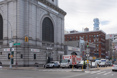 New York City, USA - Feb. 26, 2019: Intersection of Bowery and Canal street in Chinatown, with cars and pedestrians walking, and HSBC Bank Standard-Bild - 123883681