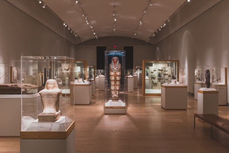 Brooklyn, New York, USA - Jan. 4 2019: Exhibition of ancient Egyptian art with statues, coffins, tablets, at Brooklyn Museum, in Brooklyn, New York, USA 新聞圖片