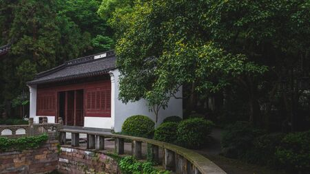 Traditional Chinese Architecture in Yuewang Temple near West Lake, in Hangzhou, China 版權商用圖片 - 136364796