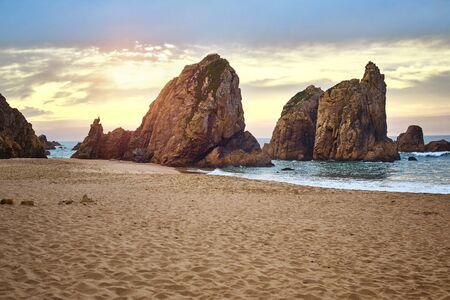 big rock beer ocean, Cabo da Roca, Portugal 版權商用圖片