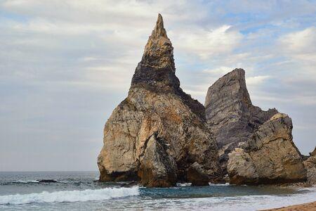 big rock beer ocean, Cabo da Roca, Portugal 版權商用圖片 - 134878961