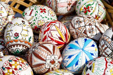 Diferentes huevos de Pascua pintados a mano de Rumania  Foto de archivo - 7903887