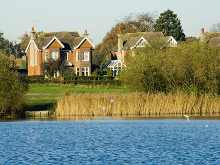 big house: A big house besides a lake in Petersfield, Hampshire, England.
