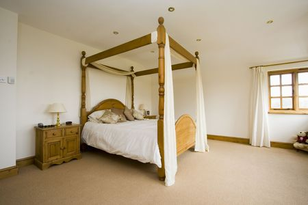 four poster: Spacious bedroom minimialist with four poster bed