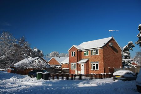 detached: Modern English detached house in snow, taken during the big freeze in January 2010. Taken in Hampshire, England. Stock Photo