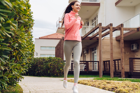 confident young girl runs outdoors, leads a healthy and active lifestyle Zdjęcie Seryjne