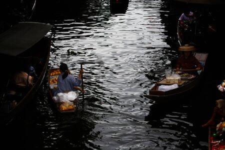 notable: Damnoen Saduak Floating Market