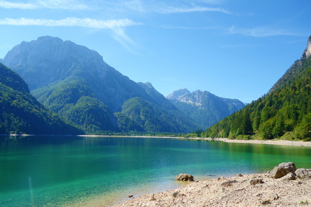 Lago del Predil (Predil Lake), small mountain lake with turquoise water in Julian Alps, Tarvisio with mountains in background, Italy, Europe Stok Fotoğraf