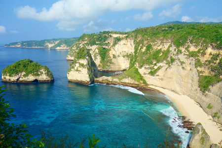 Diamond Beach is an untouched, white-sand and silky blue water bay on the eastern tip of Nusa Penida near to Bali