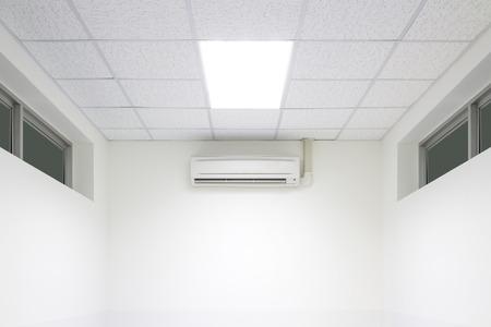 air flow: Flusso d'aria fredda fuori dalla macchina condizionatore d'aria