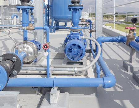 compresor: Bomba de agua y tuber�a de acero