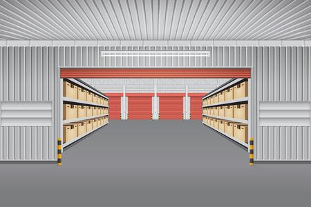 Interior del edificio de almacén con la caja de carga de contenedores en los estantes.
