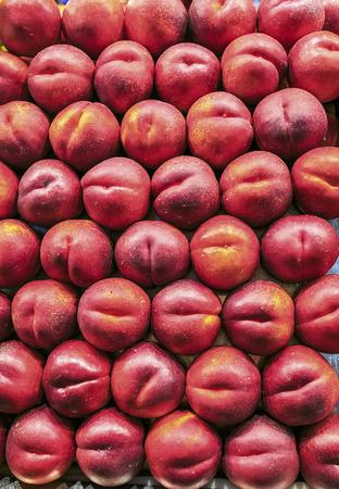 시장에서 nectarines의 그룹