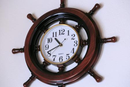 numeros romanos: Wall wooden clock