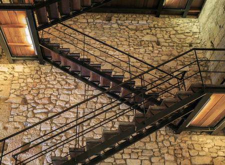 Binnenladder van metaal en hout Stockfoto