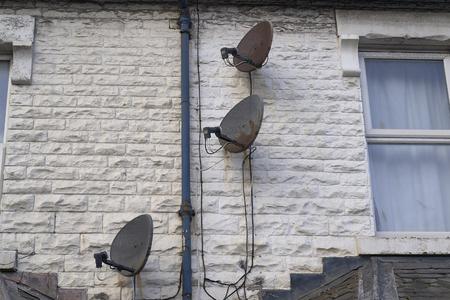 satellite dishes on the wall Zdjęcie Seryjne