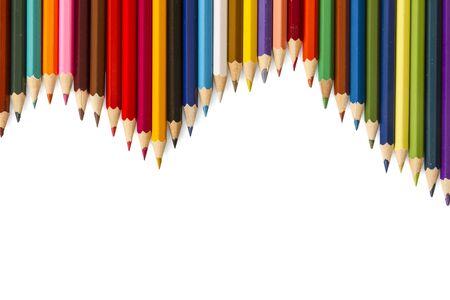 Renk kalemler beyaz zemin üzerine izole