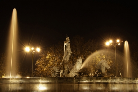 The fountain of Neptuno in the night, Madrid Stock Photo - 17155822