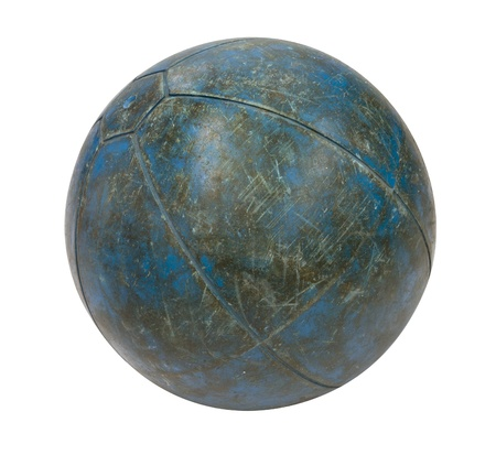 Alte blaue Medizin Ball auf einem weißen Hintergrund