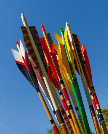 푸른 하늘에 대 한 대상 양궁에 대 한 다채로운 화살표