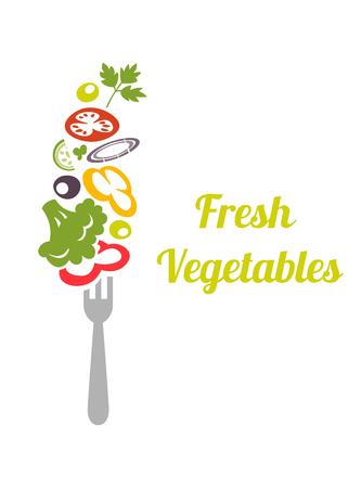 verdure miste fresche sulla forcella. modello di disegno vettoriale. concetto icona. verdure tritate pomodori, broccoli, lattuga, cipolla, cetrioli, peperoni, infilzati su una forchetta. Vettoriali