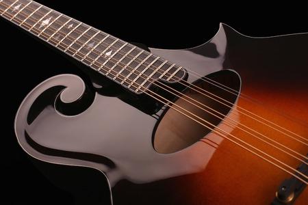 mandolino: Mandolino isolato su sfondo nero