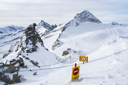 ski runs: Hintertux Glacier with gondolas, ski runs and pistes in Ziilertal Alps. Austria Stock Photo