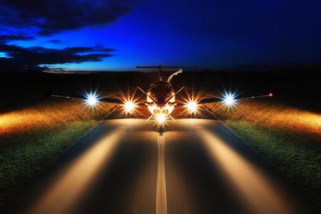 Single turboprop aircraft on the groun, night Zdjęcie Seryjne