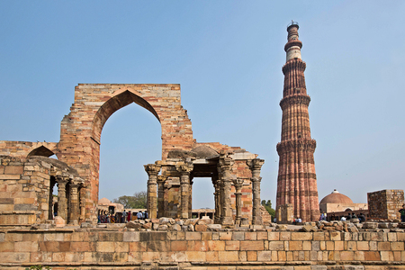 mughal empire: Qutub Minar Tower in New Delhi, India Stock Photo