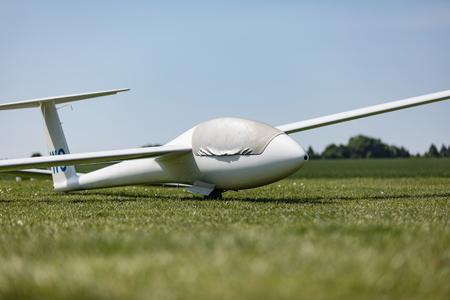 Glider on the grassy airfield in sunny day. Archivio Fotografico