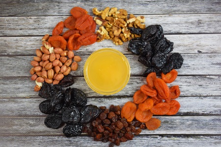 Dried fruits and honey on wooden background.Healthy. Banque d'images