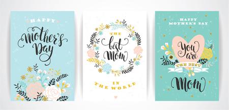Ensemble de jour de mères heureux cartes de v?ux lettrage avec des fleurs. Vector illustration. Banque d'images - 55709824