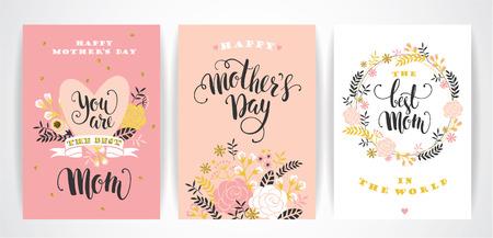 dia: Conjunto de tarjetas de felicitación letras del Día de madres feliz con las flores. Ilustración del vector.