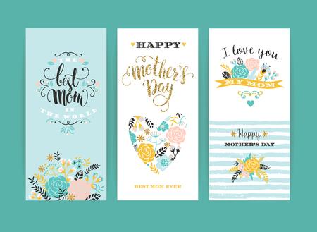 Set van gelukkige moedersdag lettering wenskaartjes met bloemen.