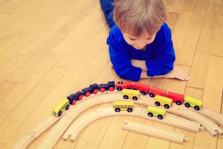 early learning: jugando con los trenes de aprendizaje cubierta, principios ni�o