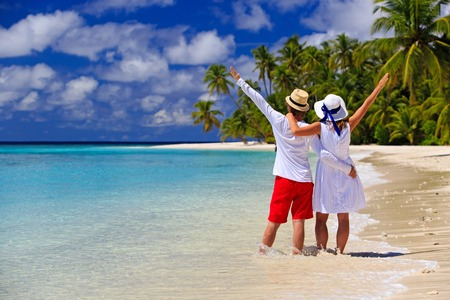happy loving couple on summer tropical beach Foto de archivo