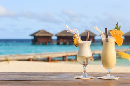 Two cocktails on  luxury tropical beach resort Foto de archivo
