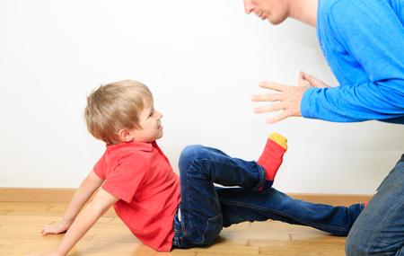personne en colere: p�re et fils conflits, les probl�mes dans la famille