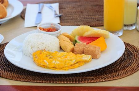 huevos revueltos: desayuno saludable con huevos revueltos y queso de soja